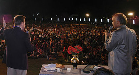 Bob preaching to crowds in india